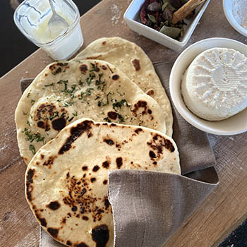 How to bake Indian cheese, garlic and butter naan